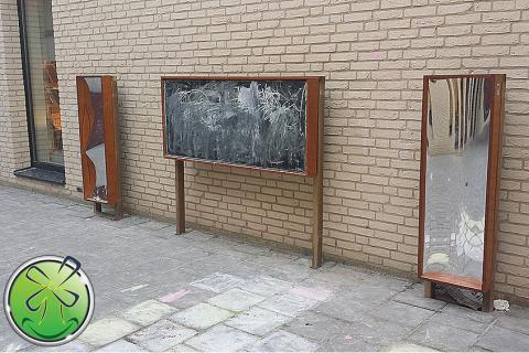 Beautiful exterior arrangement of 2 distorting mirrors in combination with a blackboard.