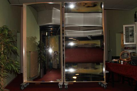 On special request, we have made XXL laughing mirrors into mobile folding screens.